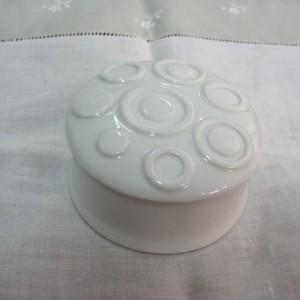 Κουτί πορσελάνη στρογ. άσπρο 7Χ7Χ4